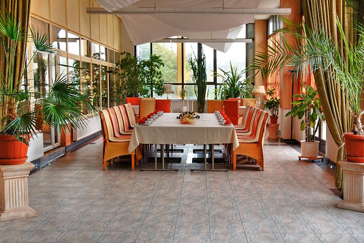 Familienfeiern nordlicht in rostock lichtenhagen mit restaurants saal wintergarten und - Wintergarten erfahrungen ...